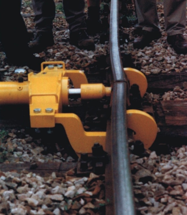 The rail bending device is frequently used for joints that cause an edge in the track between two rails.