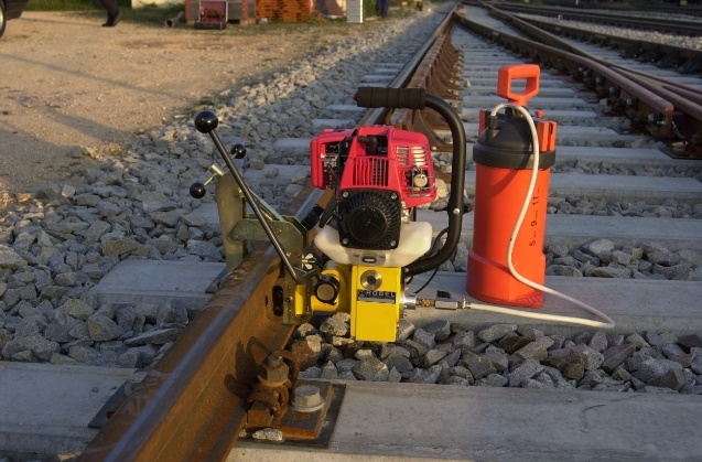 Rail drilling machine with petrol engine and coolant supply